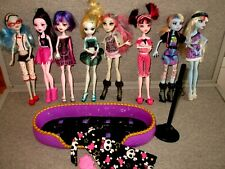 Monster High Dolls-Lot of 8-Dressed Clothes Shoes-Bed-Nightgown--# T4