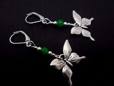 Una COPPIA Tibetan Silver PENDAGLIO FARFALLA verde giada perlina Leverback orecchini gancio.