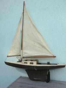 bateau voilier de bassin lesté ancien à restaurer 55 cm