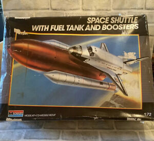1999 MONOGRAM HUGE SPACE SHUTTLE WITH FUEL TANK & BOOSTERS 1/72 MODEL KIT