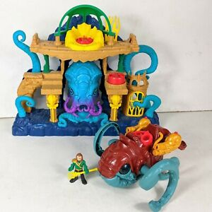 Imaginext Aquaman Figure Playset with Sea Creature Vehicle Monster