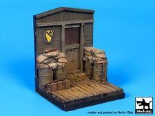 Black Dog 1/35 US Barracks Front Section Vietnam Diorama Base (65 x 65mm) D35048