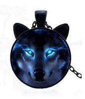 Collier pendentif cabochon tête et oreilles de loup, chaine noir.