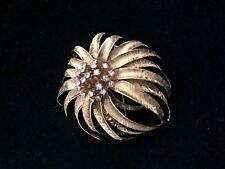Exquisite Vintage 18K Gold Flower with Diamonds