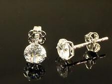 333 Weißgold Ohrstecker 5 mm Größe  3 Krappen mit Zirkonia Steinen 1 Paar