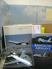 """Herpa 1:200 551540 Boeing MD-11 Lufthansa Cargo + Buch Bangkok Airways""""Neu(861)"""