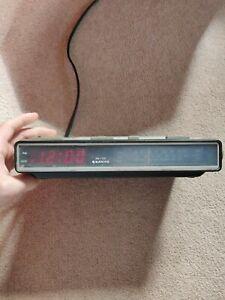 Vintage Sanyo 7100 Electronic Digital Alarm Clock Radio excellent condition