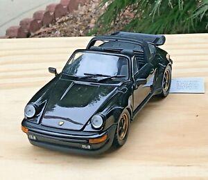FRANKLIN MINT 1988 PORSCHE 911 CARRERA TARGA 1:24 Scale