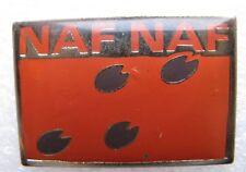 Pin's Naf Naf Pattes du Cochon marron sur fond orange #847