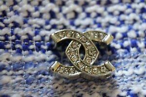 One  Authentic Chanel Button 1 pieces 💋💋💋💋💋emblem 0,6 inchsilver