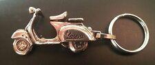 Vespa Schlüsselanhänger 3D Scooter Roller silbern relief - Maße 49x27mm