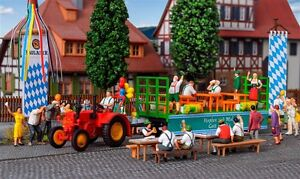 H0 LANZ Traktor mit Festwagen und 6 Figu, Modellwelten Bausatz 1:87, Kibri 12226