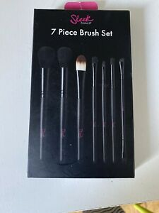 New & Boxed Sleek Makeup - 7 Piece Brush Set & Travel Pouch