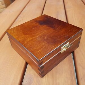 WOODEN BOX 16 X 16 X 6 CM LOCKABLE LATCH, -  BROWN