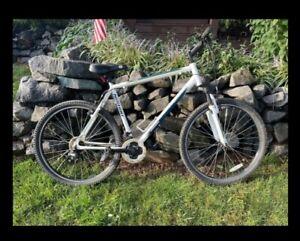 Nishiki Alamosa Mens Large Mountain Bike 27.5″ tires 21 Speed.