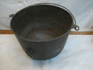 Early Cast Iron Erie no. 9 Gypsy Kettle Bean Pot w/Bail Camp Fire Pan 3 Footed