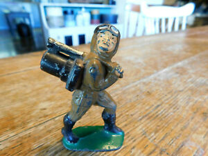 Vintage Manoil Barclay Lead Soldier Carrying Mine Detector
