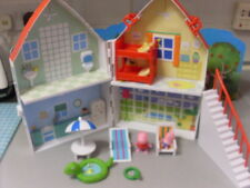PEPPA PIG A FRAME HOUSE WITH FURNITURE AND FIGURES   AT THE SEASIDE