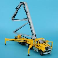 1/55 Simulation Alloy Concrete Pump Truck Engineering Car Vehicle Crawler Toy