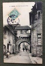 CPA. JONZAC. 17 - Ancienne Porte de la Ville. 1906. Réclames sur le mur.