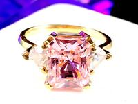 DAZZLING 10K YELLOW GOLD 4.67G PINK ICE CUBIC ZIRCONIA ACCENT RING SIZE 6.75