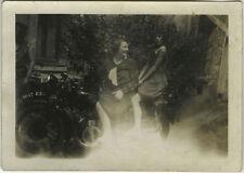 PHOTO ANCIENNE - VINTAGE SNAPSHOT - MOTO MOTOCYCLETTE FEMME ENFANT - MOTORBIKE