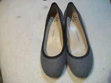 ISAAC MIZRAHI LIVE Ladies Sz 5.5 M Gray Fabric w Patent Low Heels Free Ship