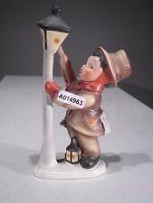 +#A014963 Goebel Archivmuster Friedel Figur, Junge an Laterne stehend