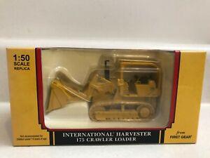 International Harvester 175 Crawler Loader 1:50 scale #50-3058