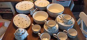 Zeller Keramik Petite Rose, 34 Teile, Kaffee- und Essservice Schüsseln, Platte