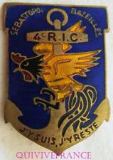 IN9680 - INSIGNE 4° Régiment d'Infanterie Coloniale, crête et jabot rouge, tête