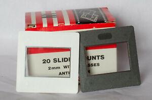 Box of 20 Gepe 6002 24x36mm Anti Newton glass slide mounts for 35mm film.