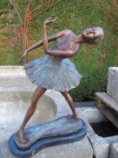 statue en bronze patiné d une ballerine , très jolie danseuse  bronze ,superbe