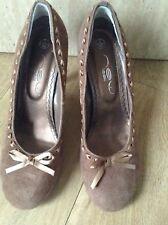 New Look Retro vintage light brown faux suede court shoes size 5