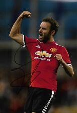 Juan Mata mano firmado 12x8 Foto-Manchester Man United España-fútbol