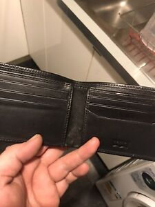 mens used wallet (Levi's)