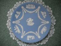 """Vintage Wedgwood Blue Jasperware 8-7/8"""" Plate With Cupid/Cherubs/Angels, Mint"""