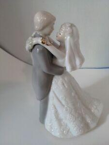 """Vtg.Porcelain Bride & Groom Turning Music Box  8"""" Tall Figurine-Cake Topper EUC!"""