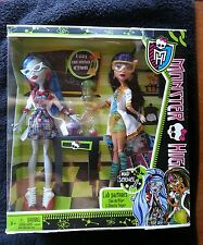 MONSTER HIGH LAB PARTNERS CLEO DE NILE & GHOULIA YELPS MAD SCIENCE 2 PACK *NEW*
