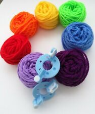 Rainbow Couleur Laine & 1 Pom Pom Maker disque Kit DK kniting Yarn Crochet Craft New
