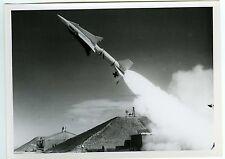 PHOTO Douglas Aircraft Compagny des missiles nike scène de genre