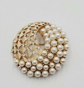 "Gorgeous Vintage Crown Trifari Rhinestone Faux Pearl Gold Tone Brooch Pin 2"""