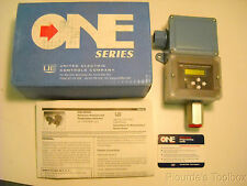 New United Electric One Series Electronic Pressure Switch, D1C1C0N