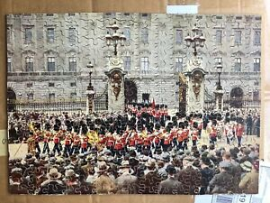 """VINTAGE VICTORY WOODEN JIGSAW """"THE CHANGING OF THE GUARD"""" AT BUCKINGHAM PALACE"""