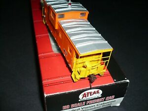 HO Atlas Milwaukee Road Extended Vision Caboose #992300 With Lights.