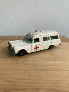 Matchbox Lesney Mercedes Benz Binz Ambulance No. 3