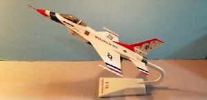 "U.S. AIR FORCE ""THUNDERBRD"" F-16 FALCON 1:48 SCALE DESKTOP DISPLAY MODEL"