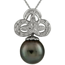 18K White Gold Tahitian pearl pendant with 0.09ct diamonds. Chain Included.