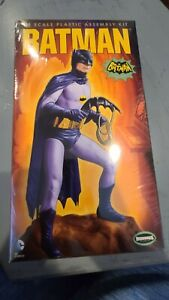 NEW BATMAN CLASSIC TV SERIES BATMAN MODEL KIT MOEBIUS MODELS 1/8 SCALE