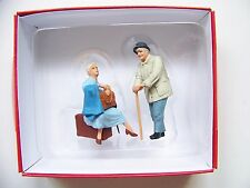 Preiser 1:32 scale Travelling Women / Elderly Tourist Figures # 63093